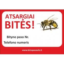 Atsargiai bitės baltas fonas